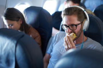 'Bật mí' 5 cách khắc phục những bệnh thường gặp khi đi máy bay