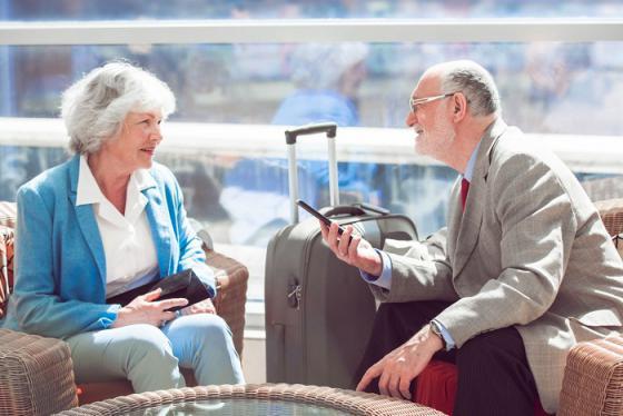 Nghe các hãng bay mách nhỏ kinh nghiệm đi máy bay cho người già
