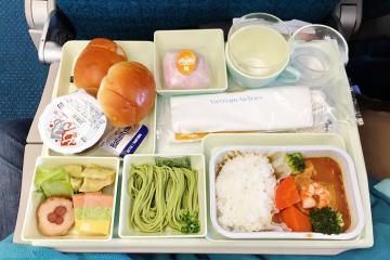 Tìm hiểu bữa ăn của các hãng hàng không nội địa có gì đặc sắc?