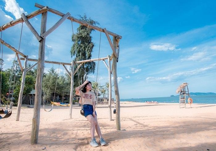 Kinh nghiệm đặt vé máy bay đi Thanh Hóa tham quan Bãi Đông