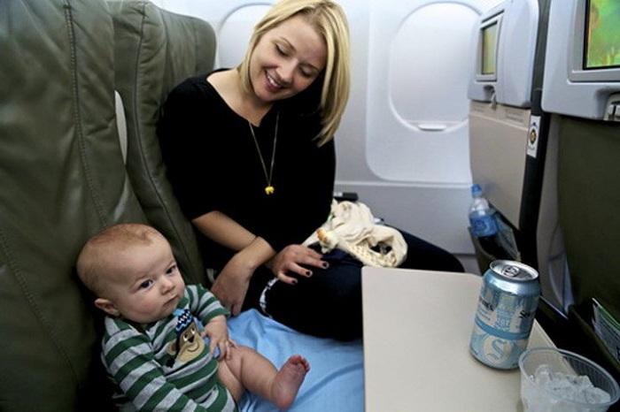 Những lưu ý khi cho trẻ nhỏ đi máy bay về chỗ ngồi