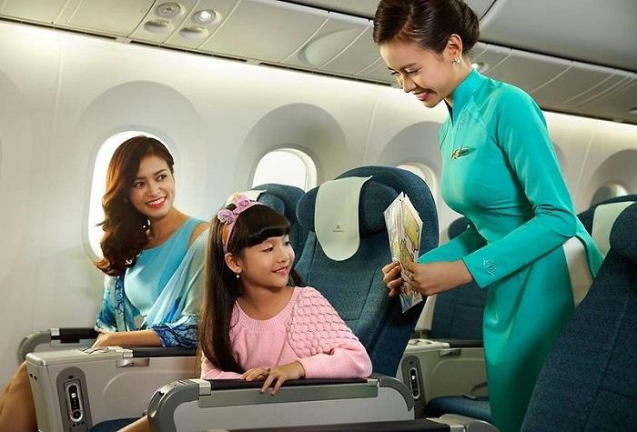 Những lưu ý khi cho trẻ nhỏ đi máy bay: Nhờ sự giúp đỡ của nhân viên
