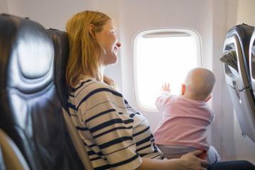 Những lưu ý khi cho trẻ nhỏ đi máy bay các bậc phụ huynh nên biết