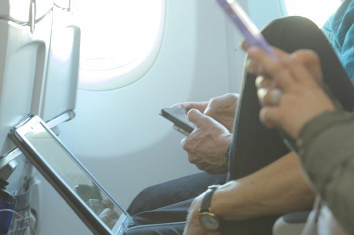 Sử dụng wifi trên chuyến bay kết nối với một thiết bị